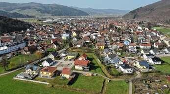 Das Mittelgrün (im Vordergrund) ist das vorerst letzte Baugebiet, das im Ortsteil Steinach realisiert wurde. Die geplante Erweiterung gestaltet sich schwierig.