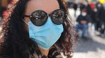 Diese Maske sitzt perfekt. Aber auch Verstöße gegen die Maskenpflicht gab es in den vergangenen 13 Monaten in Offenburg nicht wenige.