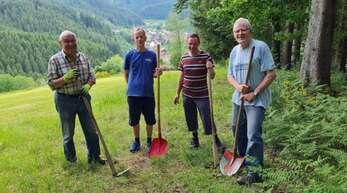 """Mitglieder der Schwarzwaldvereins-Ortsgruppe Schapbach legten mit dem """"Bärentatzenweg"""" einen neuen Rundwanderweg an."""