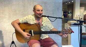 Ein bisschen Joe Cocker, ein wenig Rory Gallagher – Matt Woosey begeisterte mit seiner rauen, voluminösen Stimme das Kehler Publikum.