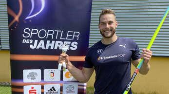 """Am Freitag erhielt Johannes Vetter nachträglich den silbernen Pokal für Platz zwei bei der Wahl zum """"Sportler des Jahres 2020""""."""