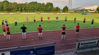 Mit Abstand trainierte der TuS Schutterwald im Waldstadion.