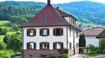 Das Pfarrhaus der katholischen Kirchengemeinde soll Platz für unter dreijährige Kinder schaffen. Die Umbaukosten werden mit 120000 bis 130000 Euro beziffert.