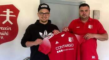 Björn Schimkus (l.) und Marc Lehmann nehmen beim SV Neumühl am Samstag die Arbeit auf.
