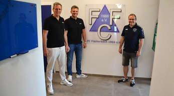 Firma Ullmann spendet 10000 Euro an den FC Fischerbach (Von Links: Jochen Ullmann, Alexander Ullmann und Joachim Sum)
