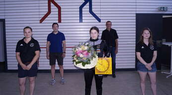 Von links: Trainerin Marina Görisch, Bürgermeister Manuel Tabor, Marie Trayer, KSV-Präsident Martin Bär und Trainerin Vanessa Kovacs.