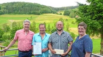 Firmenchef Manfred Kopf (von lInk) dankte Roland Moog, Heiko Himmelsbach und Irene Keller für ihre langjährige Treue zur Firma Kopf & Sohn.