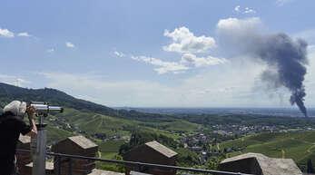 Selbst von Schloss Staufenberg in Durbach aus war die Rauchsäule über Offenburg zu sehen.