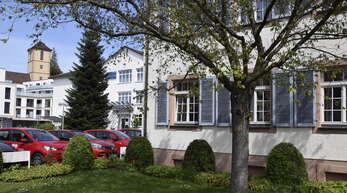 Das alte Spital (vorne) wird saniert. Deshalb zieht das Gengenbacher Familien- und Seniorenbüro für das von Freitag, 25. Juni, bis Dienstag, 29. Juni behelfsmäßig auf das Areal der Franziskanerinnen in das Haus St. Marin um. Deshalb ist das FSB in dieser Zeit geschlossen.