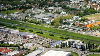 Der beliebte Fuß- und Radweg über die Kinzig könnte 40 Meter weiter südlich als komfortablere Variante neu entstehen.