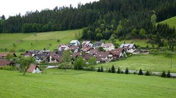 """Anfang der 1980er-Jahre entsteht das Baugebiet """"Vorderer Einbach"""". Die Stadt hat dafür mit Christbauer Alois Ramsteiner Gelände getauscht."""