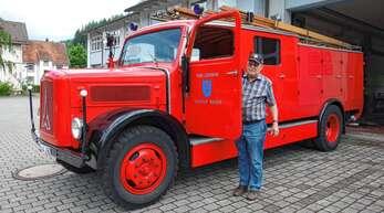 Ein Prachtstück und sein Restaurator: Unter der Leitung von Herbert Kniesel wurde der Magirus-Oldtimer der Wolfacher Feuerwehr restauriert und erstrahlt in neuem Glanz. 2006 - vor 15 Jahren - wurde das Projekt abgeschlossen.