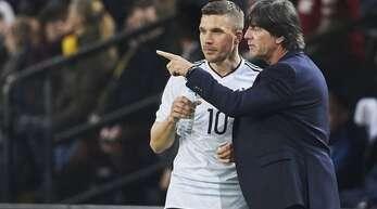Lukas Podolski nahm Joachim Löw in Schutz. (Archivbild)
