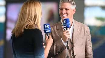TV-Experte Bastian Schweinsteiger und ARD-Journalistin Jessy Wellmer waren teils nur sehr schwer zu verstehen.