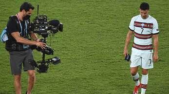 Der traurige Abgang von Cristiano Ronaldo – in unserer Galerie finden Sie weitere Bilder vom wahrscheinlich letzten EM-Auftritt des portugiesischen Superstars.