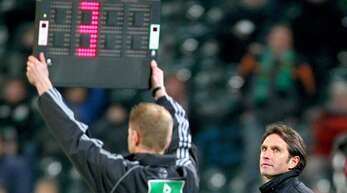 Die Länge der Nachspielzeit liegt im Ermessen des Schiedsrichters (Archivbild).
