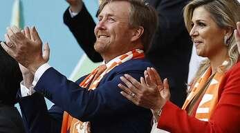 König Willem-Alexander und Königin Maxima im Stadion beim EM-Spiel der Niederlande gegen die Ukraine in Amsterdam.