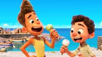 Hurra, ein Eis: Alberto (links) und Luca erkunden die Menschenwelt.