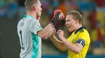 Die Schweden freuen sich über ihren Punkt gegen Spanien.