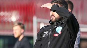 Blickrichtung Bundesliga: Mustafa Ünal, der Trainer der U19 der Stuttgarter Kickers, hofft in dieser Woche auf eine positive Entscheidung in Sachen Aufstieg.