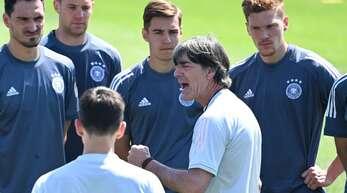 Der Bundestrainer Joachim Löw wirkt während der EM sehr fokussiert.