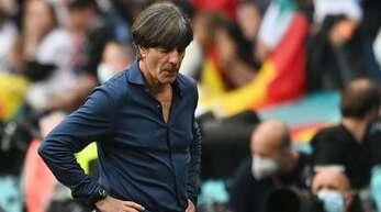 Die nationale Presse geht hart ins Gericht mit dem scheidenden Bundestrainer Joachim Löw.