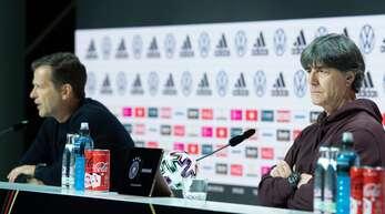 Abschiedspressekonferenz von Joachim Löw (rechts) mit Oliver Bierhoff.