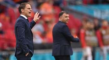 Ist nicht unumstritten: Hollands Nationaltrainer Frank de Boer (links).