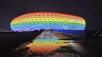 Verbotenes Farbenspiel: Die Münchner Arena darf bei der EM nicht bunt leuchten.