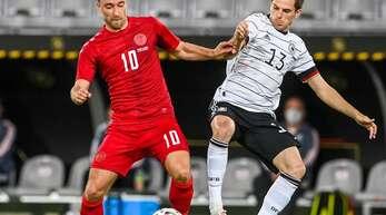 Jonas Hofmann (re.) im Testspiel gegen Dänemark. Gladbachs Jonas Hofmann gibt sich angriffslustig.