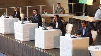 Niederschopfheim, Hohberghalle / BGM-Wahl - Kandidatenvorstellung,(von links): Daniela Gutmann, Marco Gutmann, Simone Lenenbach, Andreas Heck.