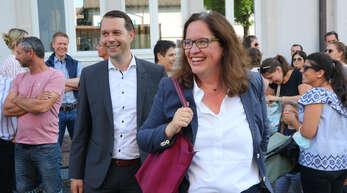 Das Wahlergebnis steht fest. Erstplatzierter Marco Gutmann neben seiner Mitbewerberin Simone Lenenbach, die auf den vierten Patz kam.