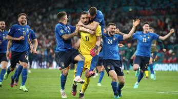 Nach dem Elfmeterschießen war klar: Die italienische Mannschaft nimmt den EM-Pokal mit nach Hause.