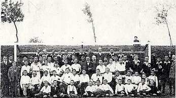 Schon im Gründungsjahr des SV Freistett waren viele Jugendliche im Verein aktiv, wie diese historische Aufnahme verdeutlicht.