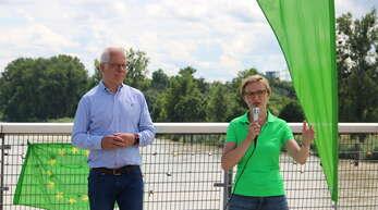 Thomas Zawalski und Franziska Brantner (Grüne) am vergangenen Sonntag auf der Passerelle.