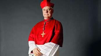 Kardinal Gerhard Ludwig Müllerin seiner offiziellen Kleidung.