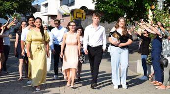 Der erste Jahrgang der Gemeinschaftsschule Achern, der mit der Mittleren Reife abgeht, wurde von seinen Lehrern mit Jubel verabschiedet.