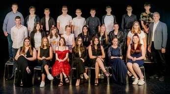 Die 24 Schüler der Klasse 9 der Franz-Rapp-Schule bei der Abschlussfeier.