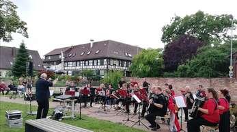 Ein buntes Programm wurde beim heiteren Dorffest in Kork geboten: die Schüler von Nathalie und Patrik Jockers zeigten ihr Können, das Harmonika-Orchester Jockers trotzte dem Regen und spielte stürmisch.