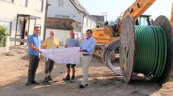 Baustellencheck in Renchen (von links): Bauamtsleiter Volker Haag, Geschäftsführer Frank Horn, Vorarbeiter Michael Götz und Bürgermeister Bernd Siefermann.