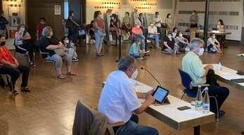 Gut 20 Eltern und Lehrer besuchten am Montag die Oberkircher Gemeinderatssitzung in der Erwin-Braun-Halle.