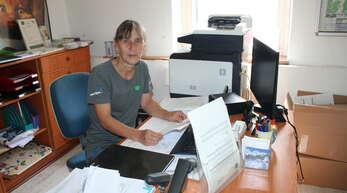 Im Büro hat Heike Mayer einiges zu tun – eine Menge an Vorschriften machen die Arbeit nicht leichter.