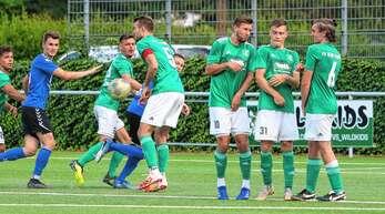 Die Defensive des FV Schutterwald um Abwehrchef Leon Kirchner (Mitte/Nummer 5) wird gegen Oberligist SV Oberachern am Samstag sicher einiges zu tun bekommen.