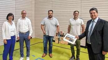 Bei der Stabübergabe (von links): Die neue Geschäftsführerin Nadine Fund (von links), Vorgänger Simon Vollmer, Stephan Danner, Christian Huber, Sprecher der Durbacher Weinbaubetriebe, und Bürgermeister Andreas König.