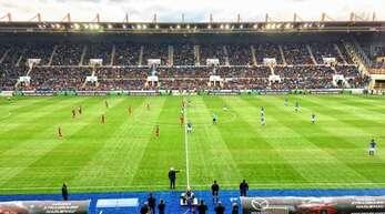 Zum Doppel-Test im Straßburger Meinau-Stadion haben Fans nach Online-Voranmeldung freien Eintritt.