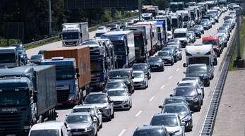 Auch Einreisende auf dem Landweg müssen ab Sonntag nachweisen, dass sie ein verringertes Übertragungsrisiko haben.