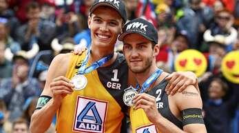 Das Beachvolleyball-Duo Julius Thole (links) und Clemens Wickler