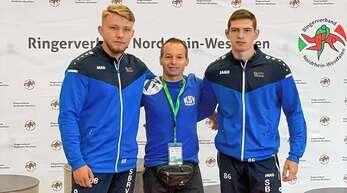 Das KSC-Trio bei der DM (v. l.): Alexander Truschakov, Trainer Istvan Szurovszki und Nick Allgaier.