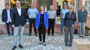 Sprache über diverse Themen (von links): Nicolas Rohrer, Martin Aßmuth, Arnold Allgaier, Sandra Boser, Wilhelm Uhl, Hubert Kinast, Heike Dorow und Veronika Neumaier.