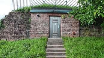 Der Hochbehälter I in der Waldstraße in Obersasbach soll durch einen neuen Hochbehälter etwas oberhalb ersetzt werden, um die Versorgung mit Trinkwasser zu garantieren.